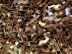 Kupferlegierung gebeizt Kupfer beizen Galvanik Lohnbearbeiter Lohnbearbeitung Trommelteile Trommelware Gestellteile Gestellware
