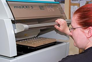 qualitaetssicherung Qualitätssicherung zertifiziert Zertifizierung oberflächentechnik hagen verzinkung galvanisch verzinken Federn chromatieren passivieren trommelverzinken Schichtdickenmessung Röntgenfluoreszenz
